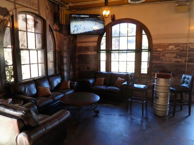 Acoustic Ales Leather Sofas